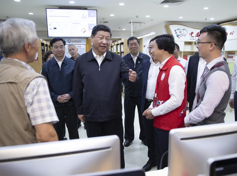 10月22日至25日,中共中央总书记、国家主席、中央军委主席习近平在广东考察。这是10月24日,习近平在深圳市龙华区民治街道北站社区了解情况。