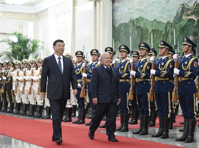11月1日,国家主席习近平在北京人民大会堂同萨尔瓦多总统桑切斯举行会谈。这是会谈前,习近平在人民大会堂北大厅为桑切斯举行欢迎仪式。新华社记者 申宏 摄