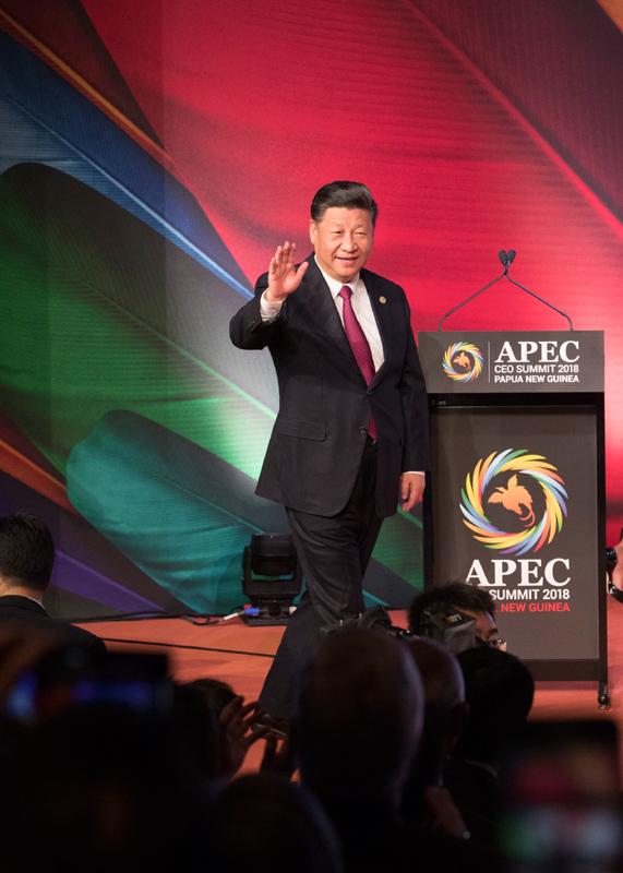 11月17日,国家主席习近平应邀出席在巴布亚新几内亚莫尔兹比港举行的亚太经合组织工商领导人峰会并发表题为《同舟共济创造美好未来》的主旨演讲。这是习近平步入会场。新华社记者 黄敬文 摄