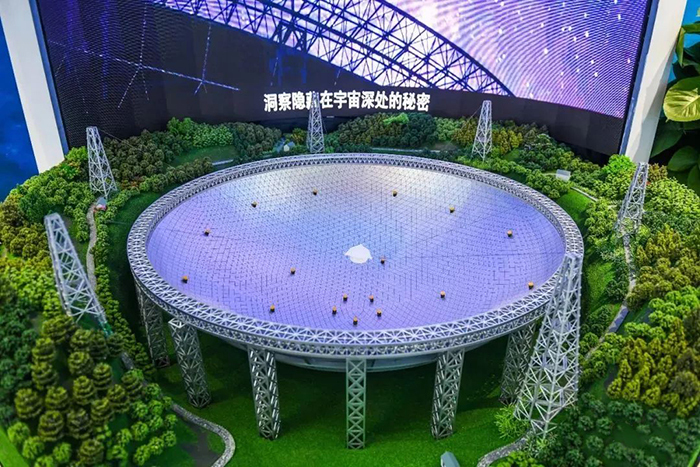 """""""中国天眼""""射电望远镜。"""
