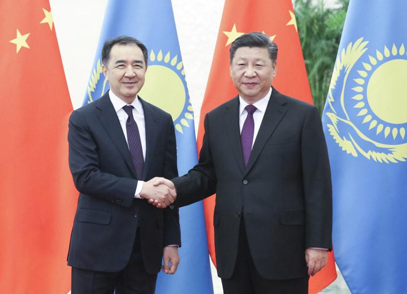 11月22日,国家主席习近平在北京人民大会堂会见哈萨克斯坦总理萨金塔耶夫。