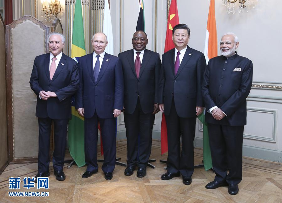 当地时间11月30日,金砖国家领导人非正式会晤在阿根廷布宜诺斯艾利斯举行。国家主席习近平、南非总统拉马福萨、巴西总统特梅尔、俄罗斯总统普京、印度总理莫迪出席会晤。新华社记者 姚大伟 摄