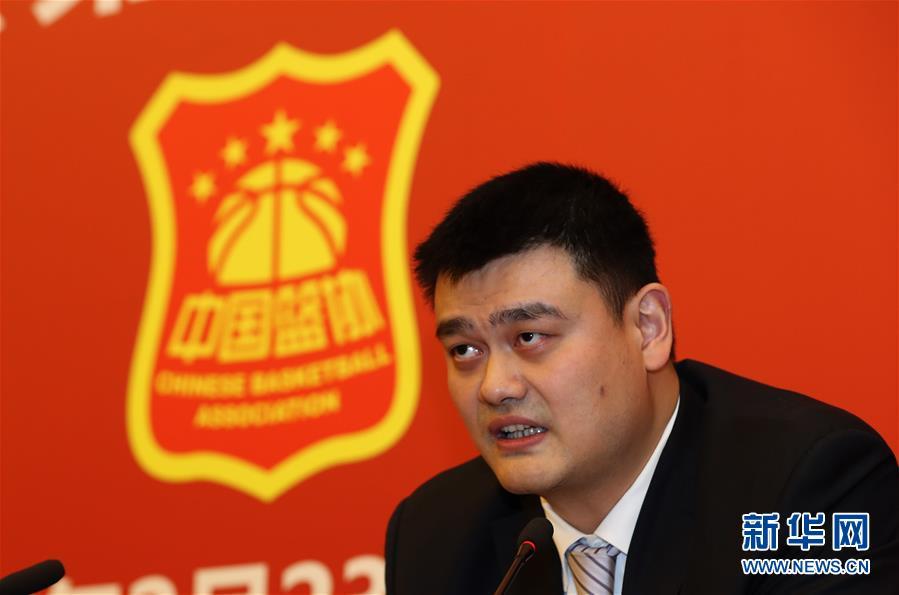 在中国篮球协会第九届全国代表大会上,姚明当选新一届中国篮协主席,这是姚明在大会上致辞(2017年2月23日摄)。新华社记者 孟永民 摄