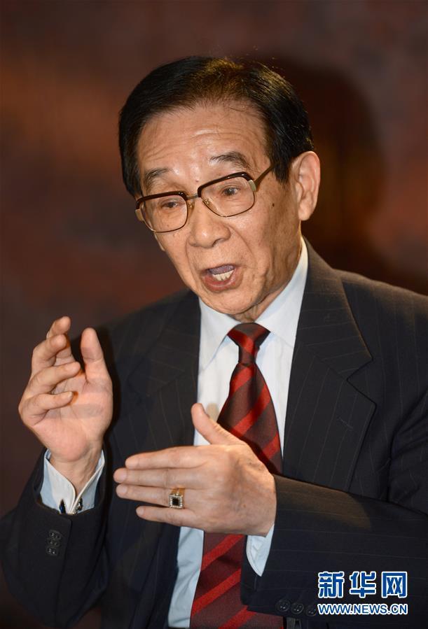 这是步鑫生在浙江海盐接受新华社记者专访(2013年11月10日摄)。新华社记者 韩传号 摄