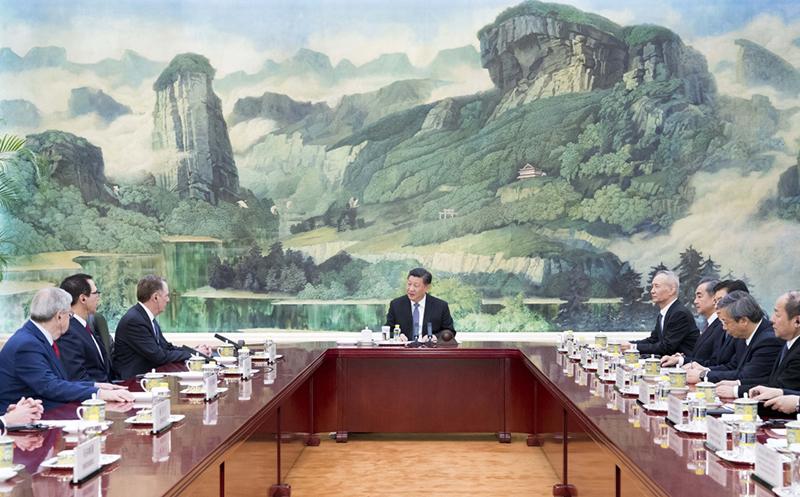 2月15日,国家主席习近平在北京人民大会堂会见来华进行新一轮中美经贸高级别磋商的美国贸易代表莱特希泽和财政部长姆努钦。 新华社记者 李学仁 摄