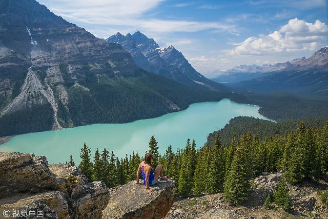 在北美落基山脉众多的高山湖泊中,加拿大班芙国家公园里的路易斯湖、梦莲湖、弓湖都以秀美的姿容享誉世界。然而,若以颜值来看,最美的应当还同属班芙公园里的贝多湖。