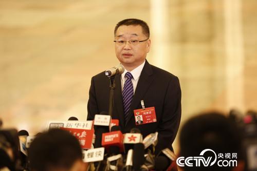国家医疗保障局局长胡静林答记者问 。 摄影记者 王甲铸