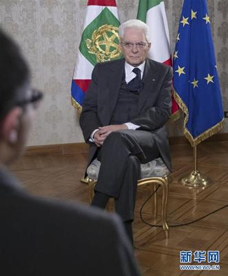 3月19日,意大利总统马塔雷拉接受新华社等中国媒体的联合采访。新华社发(意大利总统府供图)