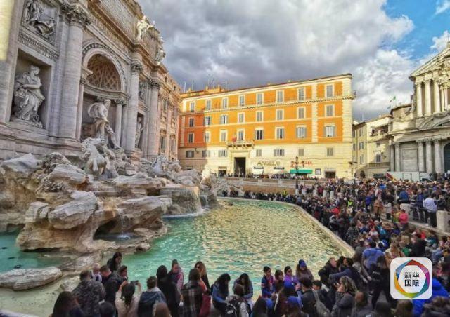 罗马著名景点许愿池附近游人如织。新华社记者王晔摄
