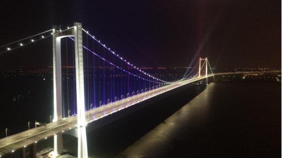 世界最宽钢箱梁悬索桥正式通车 探访揭秘