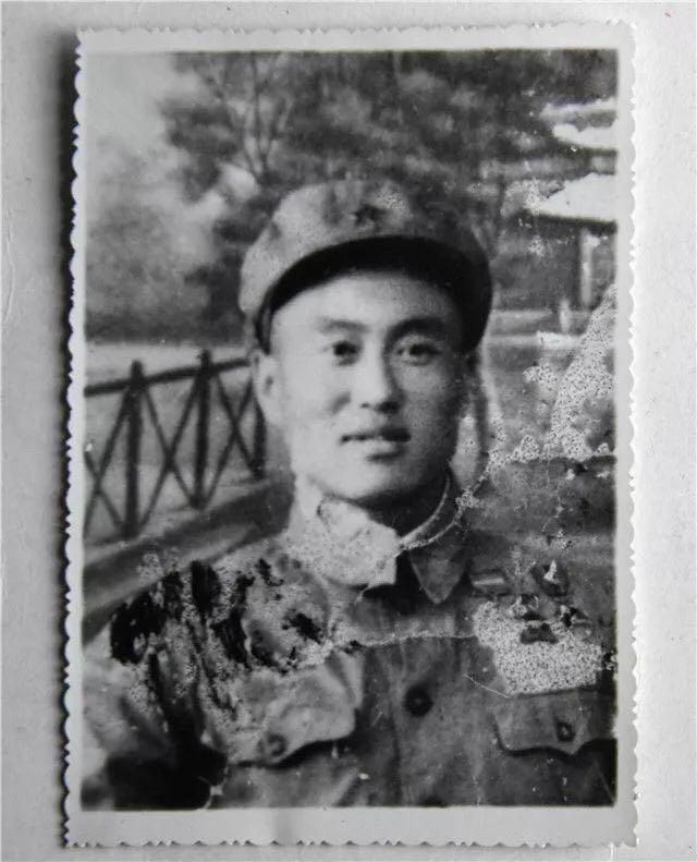 张富清年轻时的照片