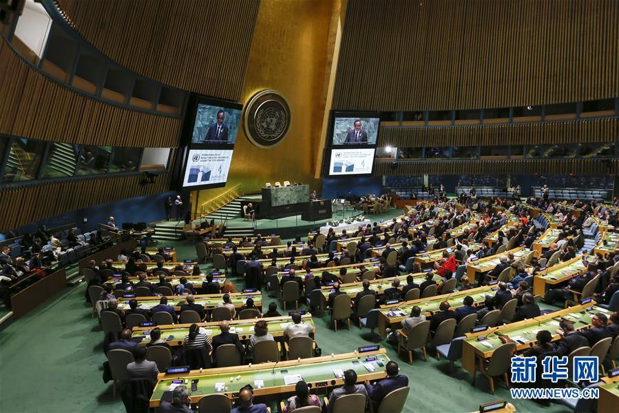 这是4月12日在位于纽约的联合国总部拍摄的卢旺达大屠杀25周年纪念活动现场。纽约联合国总部12日举行活动,纪念卢旺达大屠杀25周年,并对这场杀戮进行反思。新华社记者 李木子 摄