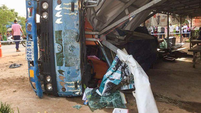 一对中国年轻情侣柬埔寨遭遇车祸,不幸双双身亡.图片