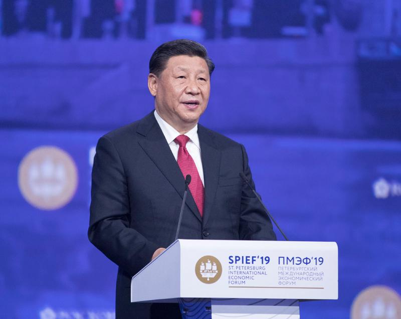 6月7日,第二十三届圣彼得堡国际经济论坛全会在圣彼得堡举行。中国国家主席习近平、俄罗斯总统普京、保加利亚总统拉德夫、亚美尼亚总理帕希尼扬、斯洛伐克总理佩列格里尼、联合国秘书长古特雷斯等出席。这是习近平发表题为《坚持可持续发展 共创繁荣美好世界》的致辞。新华社记者 王晔 摄