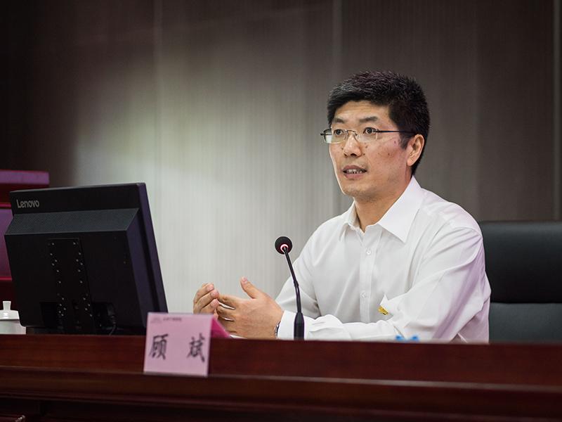 顾斌部长对做好基层党建工作的思路和方法问题作精彩讲授