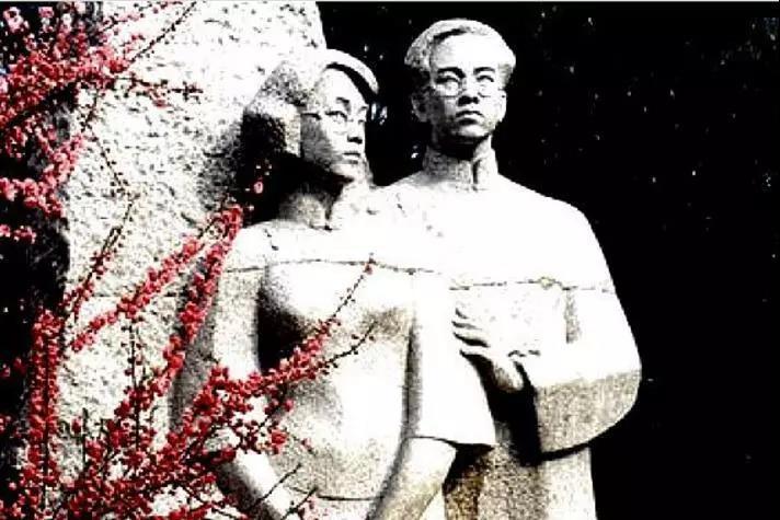 高君宇(右)与石评梅(左)雕像