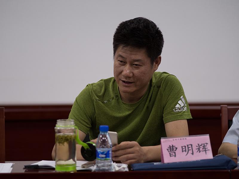 第三组曹明辉学员在分组研讨中积极发言