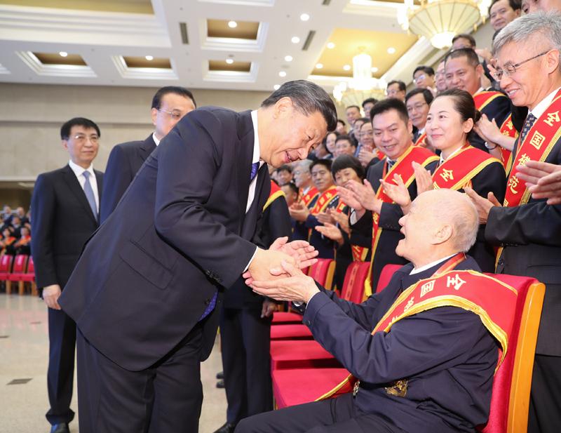 7月26日,党和国家领导人习近平、李克强、王沪宁等在北京会见全国退役军人工作会议全体代表。新华社记者 丁林 摄