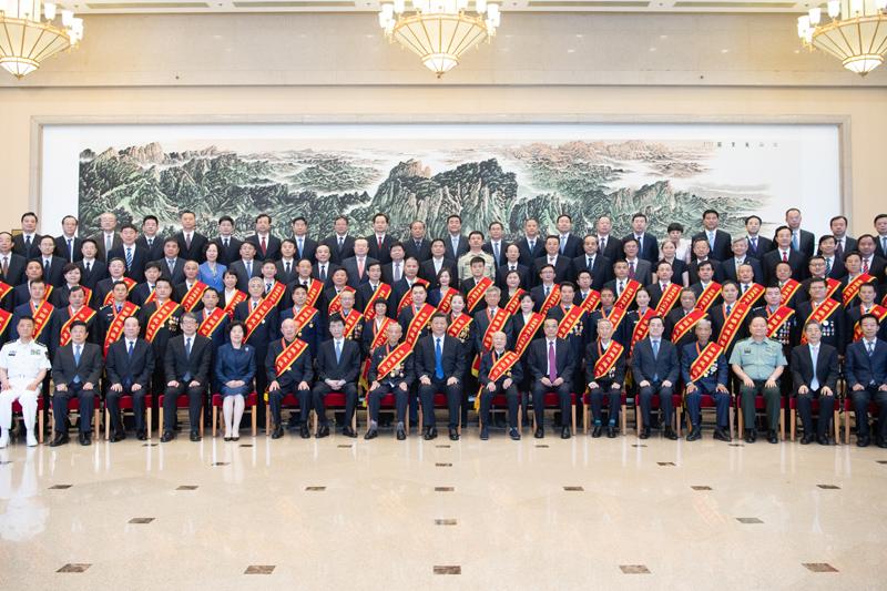 7月26日,党和国家领导人习近平、李克强、王沪宁等在北京会见全国退役军人工作会议全体代表。新华社记者 李学仁 摄