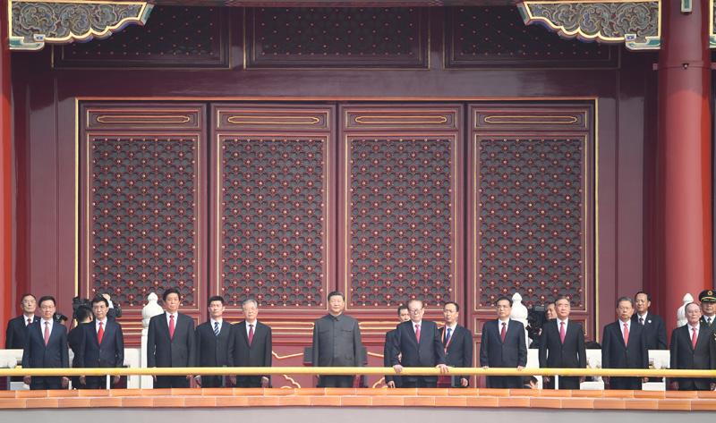 10月1日,庆祝中华人民共和国成立70周年大会在北京天安门广场隆重举行。这是中共中央总书记、国家主席、中央军委主席习近平等在天安门城楼上。