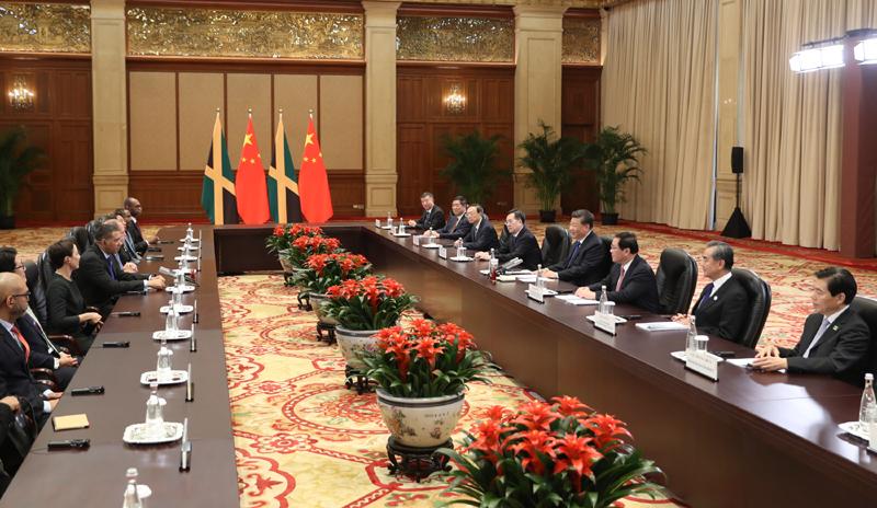 11月4日,国家主席习近平在上海会见牙买加总理霍尔尼斯。新华社记者 丁林 摄