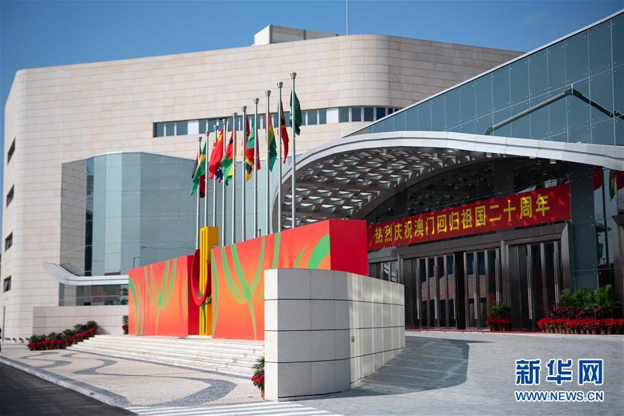 这是12月19日拍摄的中国与葡语国家商贸合作服务平台综合体外景。新华社记者 张金加 摄