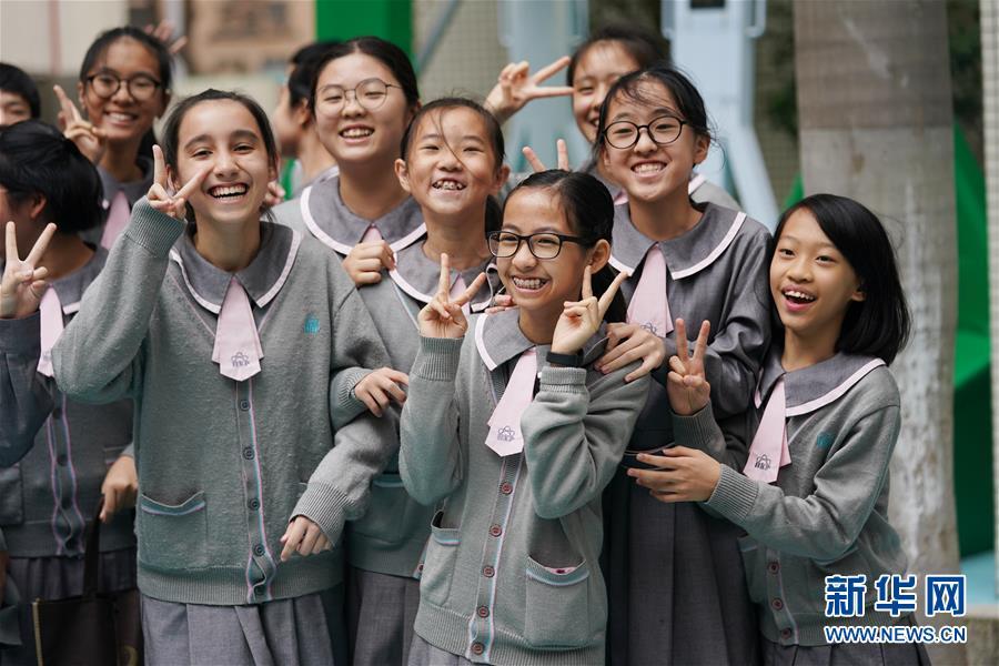 这是12月19日拍摄的澳门濠江中学附属英才学校学生。新华社记者 王申 摄