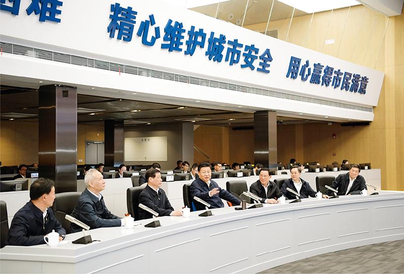 2018年11月6日至7日,中共中央总书记、国家主席、中央军委主席习近平在上海考察。这是6日下午,习近平在浦东新区城市运行综合管理中心了解上海城市精细化管理和国际贸易单一窗口运营情况。