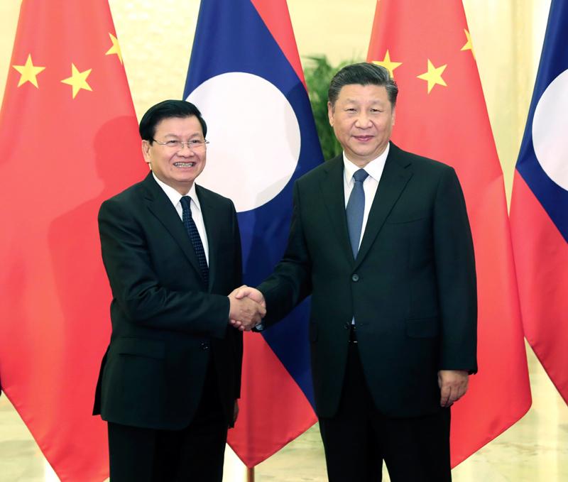 1月6日,国家主席习近平在北京人民大会堂会见老挝总理通伦。新华社记者 刘卫兵 摄