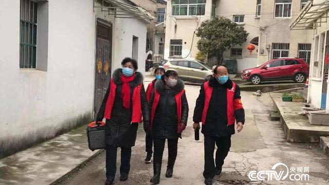 """南京江宁谷里社区老人把广场舞的大广播拿出来宣讲防""""疫"""""""