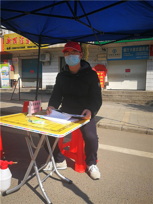 全鑫在湖北十堰市社区参加疫情防控志愿工作