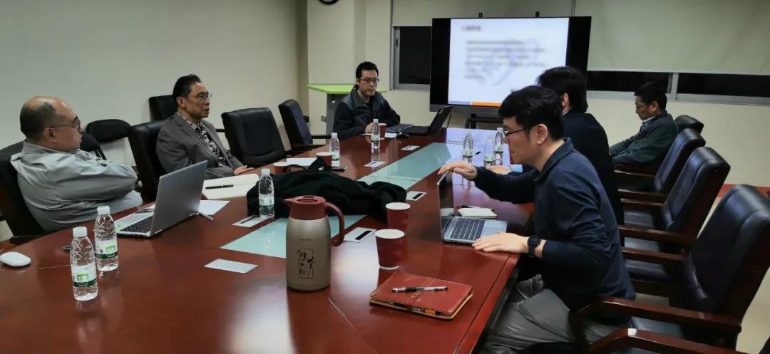 1月25日晚上,钟南山院士与上海宋元林教授连线开会