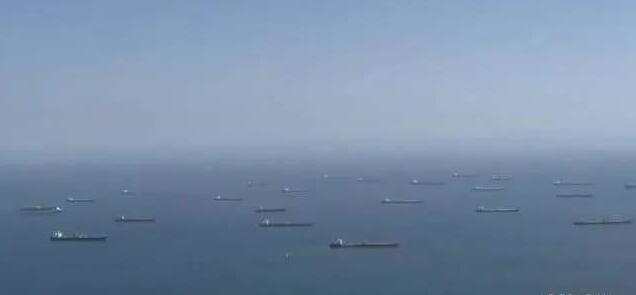 30多艘万吨油轮漂泊美国海域 2000万桶石油无处可放