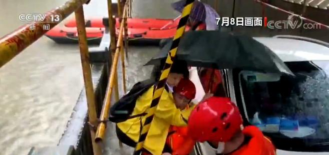 湖南岳阳考生赶考受困 幸得消防紧急救援