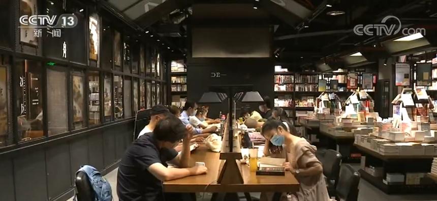客流回暖 实体书店开始复苏