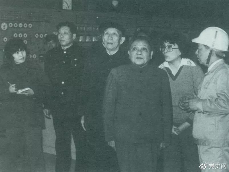 1984年2月,邓小平和王震在上海视察宝山钢铁总厂