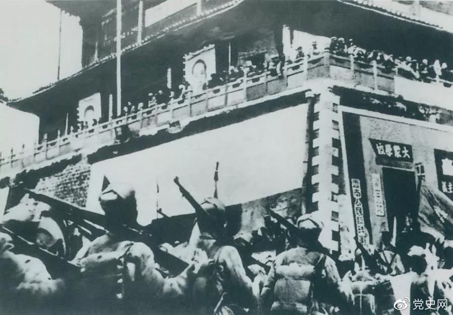 1950年2月20日,人民解放军进驻昆明。