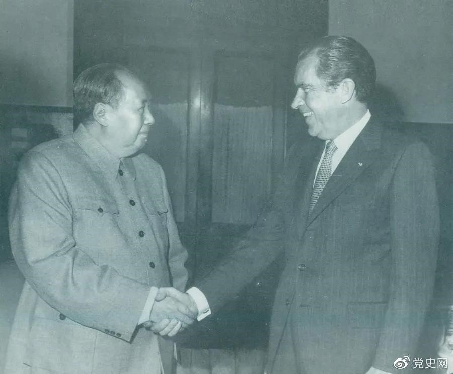 1972年2月21日,毛泽东主席会见美国总统理查德·尼克松。