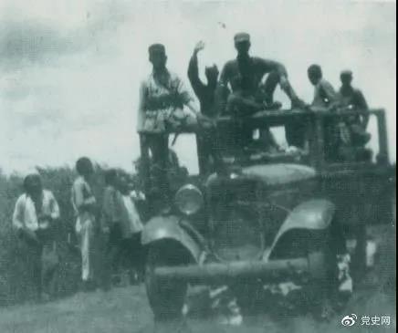 1938年3月31日,129师在邯长公路的响堂铺伏击日军,这是在战斗中缴获的汽车。