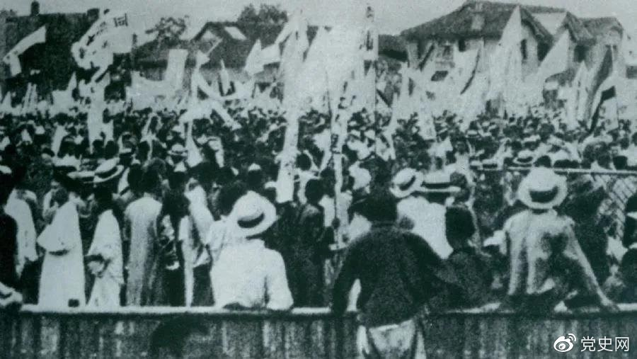 1925年5月30日,上海爆发了反帝爱国的五卅运动,掀起了全国范围大革命高潮。