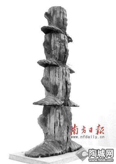 中国雕塑家鸿韦的作品《沉思的重量》获卢浮宫泰勒大奖. 资料图片