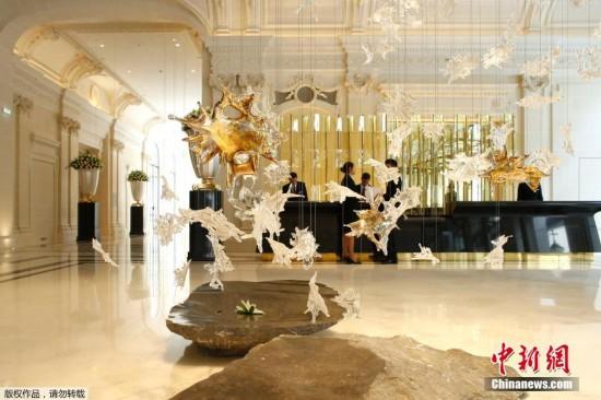 中国石狮守卫巴黎半岛酒店(组图)