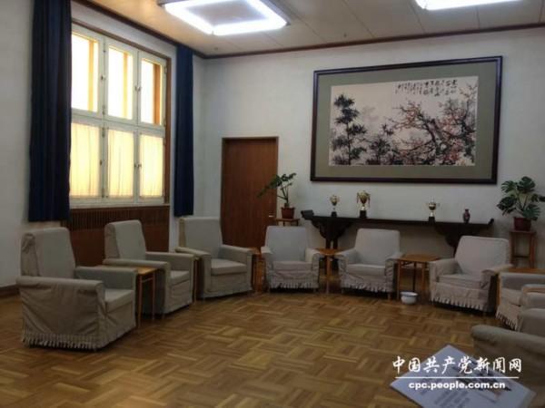 邓小平北京故居会客厅复原场景(人民网记者赵晶 摄)