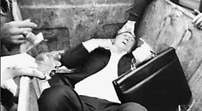 乌议员被扔进垃圾桶