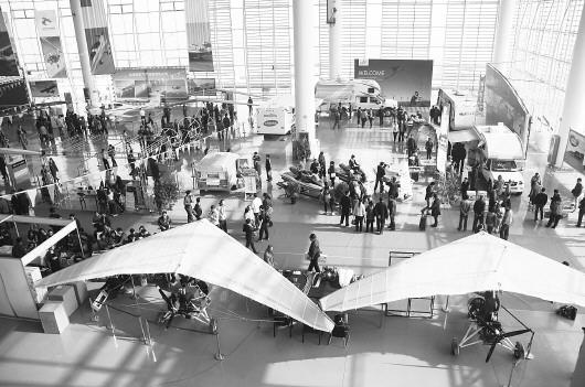 发展以小型通用飞机的研发