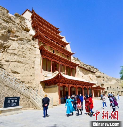敦煌莫高窟恢复开放首日:省外游客占比近八成