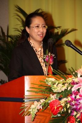 国家广电总局广播科学研究院副院长、CCBN组委会自秘书长包峰女士主持BDF启动仪式