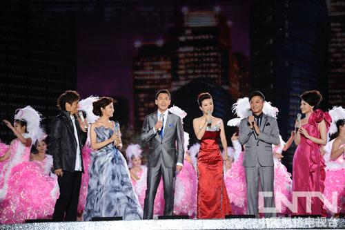 2011央视秋晚主持人