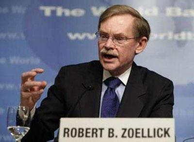 World Bank President Robert Zoellick speaks at the opening news conference of the spring International Monetary Fund-World Bank meeting at the IMF headquarters building in Washington April 22, 2010. REUTERS/Yuri Gripas