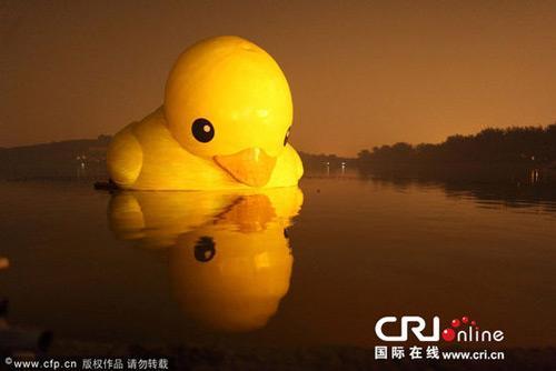 Beijing bids farewell to floating sculpture CCTV News - CNTV English